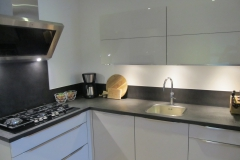 keuken betonstuc zwart hoogglans wit